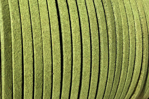 Veloursband in Wildlederoptik, flach, senfgrün, ca. 3x1.4mm