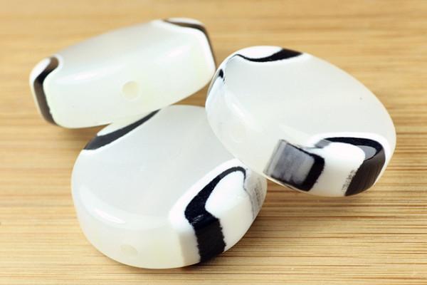 Acrylperle, Taler, weiß mit schwarzem Muster, 30mm