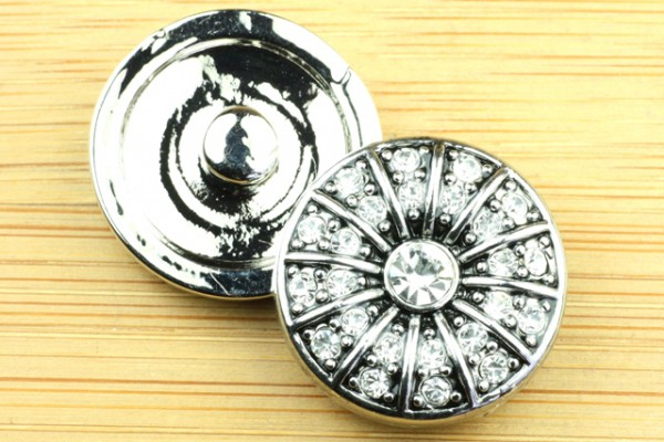 Click-Button mit weißen Strasssteinen, 20mm