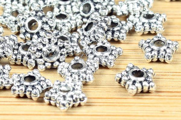 25 Metallperlen, Sternform, versilbert, 4mm