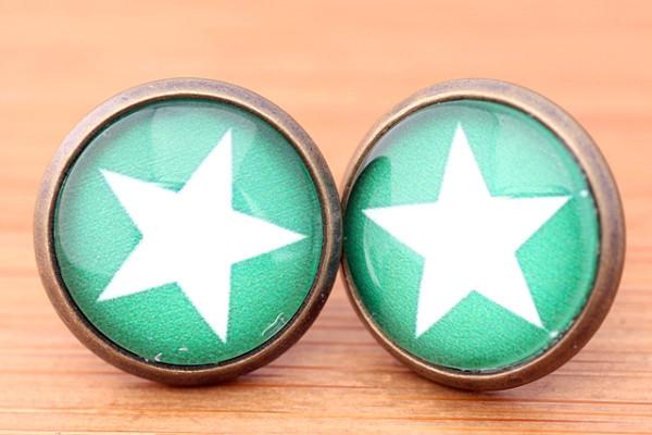 Cabochon Ohrstecker, weißer Stern/grüner Hintergrund, bronzefarben, ca. 12mm