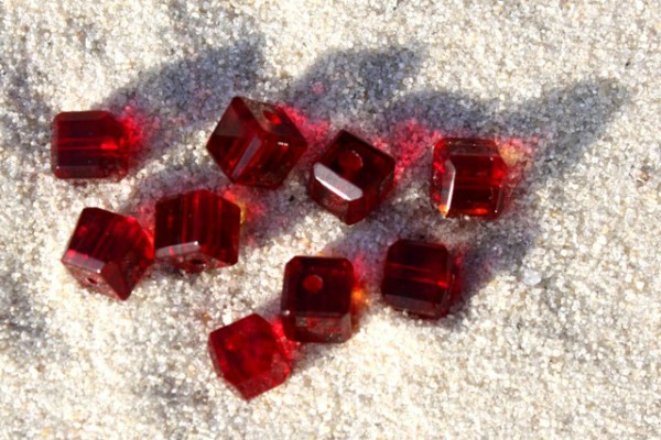 Kristall-Glaswürfel, dunkelrot, 4x4mm