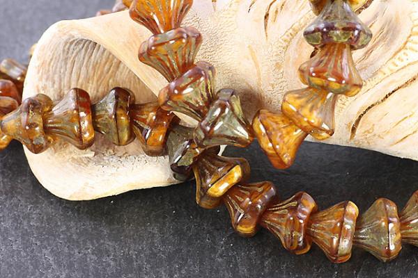 Böhmische Glasperlen, Blütenkelche, steinfarben braun, ca. 9x9mm