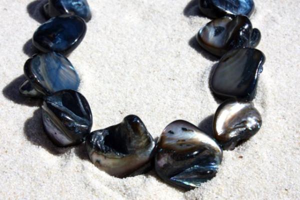 1 Strang Muschelperlen - Nuggets - groß, schwarz