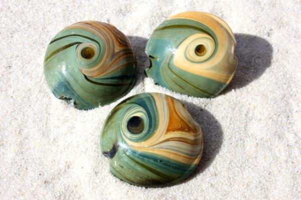 Lampenperle, flach, rund, grün/beige-Töne, 25mm
