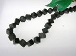 Lava Würfel, Strang, schwarz, diagonal gebohrt, 8x8mm