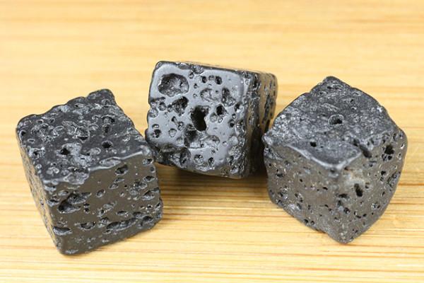 Lava Würfel, geölt und poliert, schwarz, 11x11mm