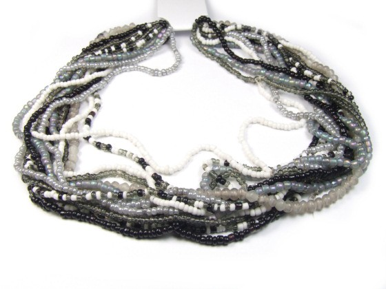 Rocailles am Strang, Mix, schwarz-grau-weiß
