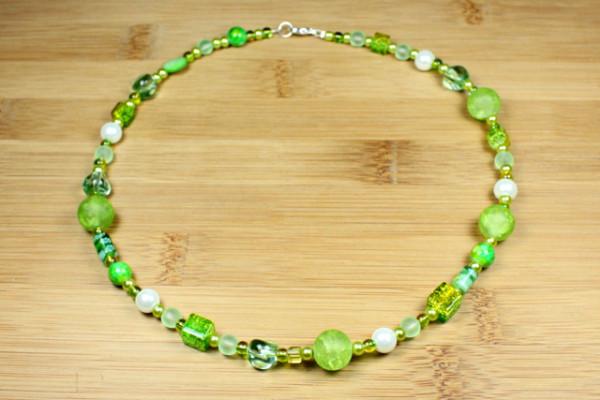 Collier, Perlenmix, grün
