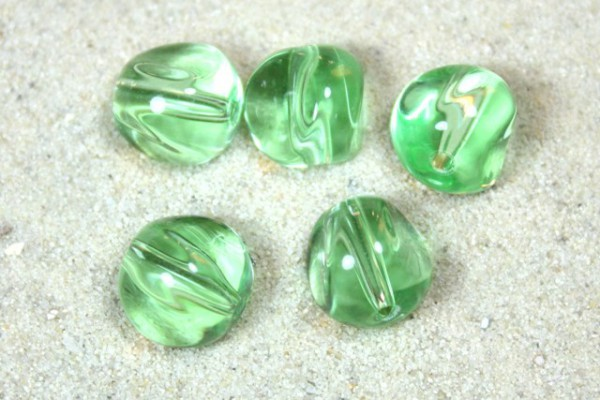 Glasperlen, Nugget, grün, 9mm