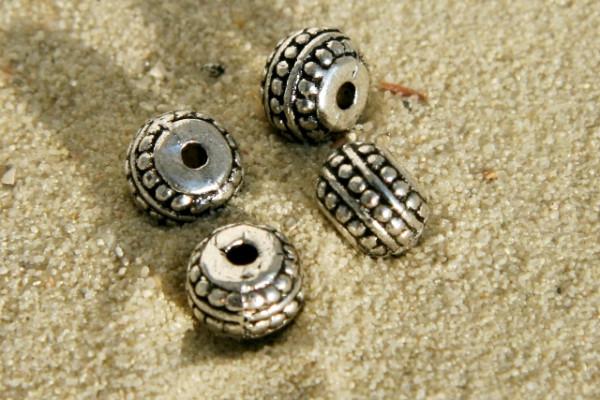 Metallperle, rund und abgeflacht, versilbert, 7mm