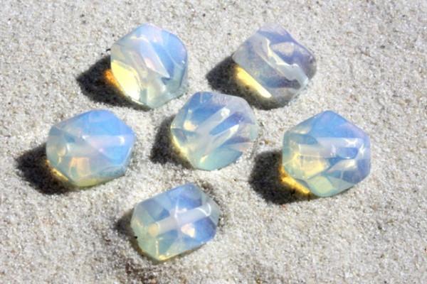 Opalglasperlen, facettiert, opal weiß, 8x10mm