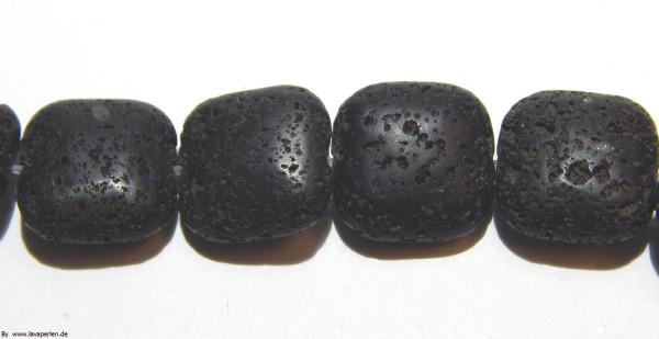 Strang Lava Quadrate, schwarz, geölt und poliert, 16x16x8mm