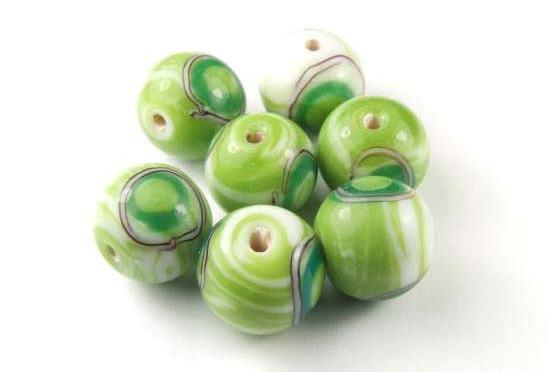 Lampenperlen, rund, grün mit Wirbelmuster, 14mm
